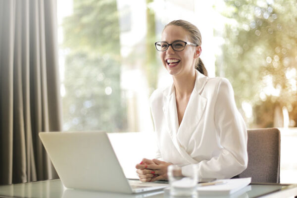 The Influence of Online Social Capital On Women's Career Change